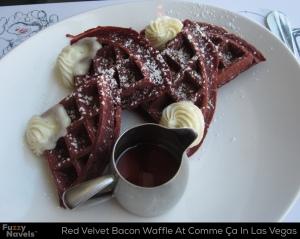 red-velvet-bacon-waffle-comme-ca-vegas